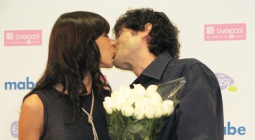 mabe-pareja-perfecta-beso.jpg