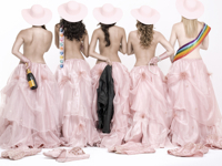 5 Mujeres Usando el Mismo Vestido
