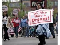 Inmigrante manifestandose