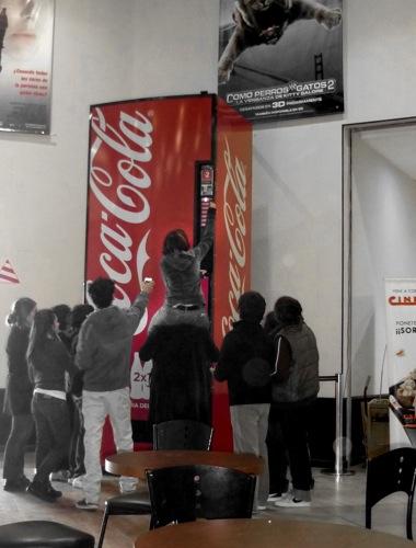 Ogilvy CocaCola Maquina de la Amistad