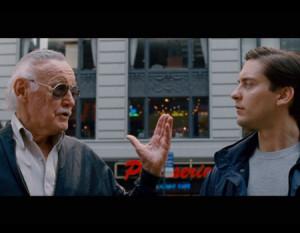 Stan Lee durante uno de sus clásicos cameos en las películas de Marvel. Foto: comicbookmovie.com