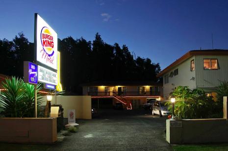 Cuernos en el motel de carretera - 3 6