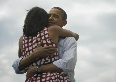 Barack-y-Michelle-Obama-abrazo