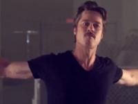 Brad Pitt promociona su película con breakdance que se vuelve viral