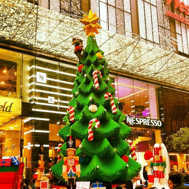 El árbol de Navidad hecho con medio millón de bloques de Lego