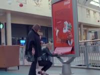 Brillante campaña otorga a Coca-Cola la 'exclusividad' bajo el árbol de Navidad