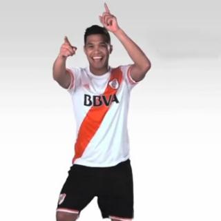 """El jugador de River Plate y de la Selección de Colombia es el único  protagonista de una publicidad de un banco en Argentina. Teo baila mientras  suena """"Sugar ... 229d10424d092"""
