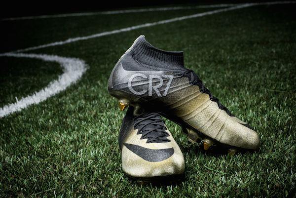 119ea9c0197dd cr7. Pese a que el lanzamiento de los nuevos botines busca ser un homenaje  para el futbolista por parte de la marca