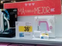 Criticada campaña de Carrefour anima a regalar por el Día de la Madre aspiradoras y planchas