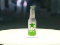 Una botella de cerveza que te guía al museo de Heineken