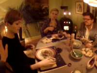 Una cena virtual donde se participa desde 5 puntos de vista