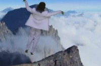 ¿Será éste el video musical más bizarro y delirante del mundo?