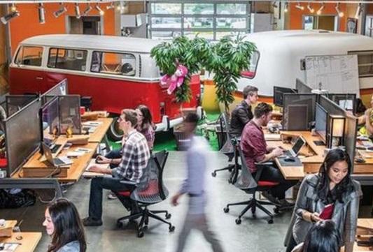 As son los incre bles interiores de 6 agencias de for Oficinas disney madrid
