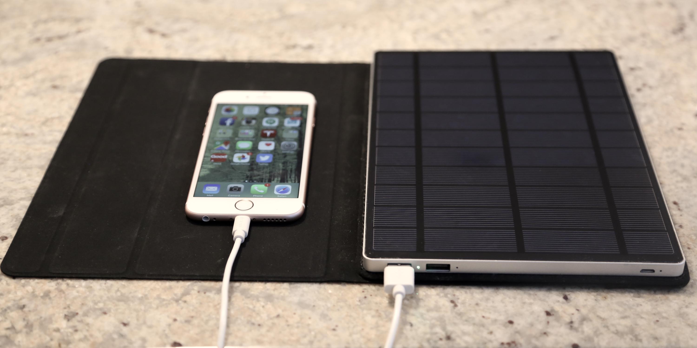 Este cargador solar puede alimentar todos los dispositivos móviles