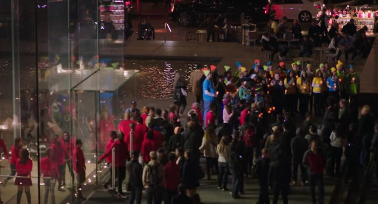 Microsoft lleva mensaje de paz a Apple en la 5ª Avenida