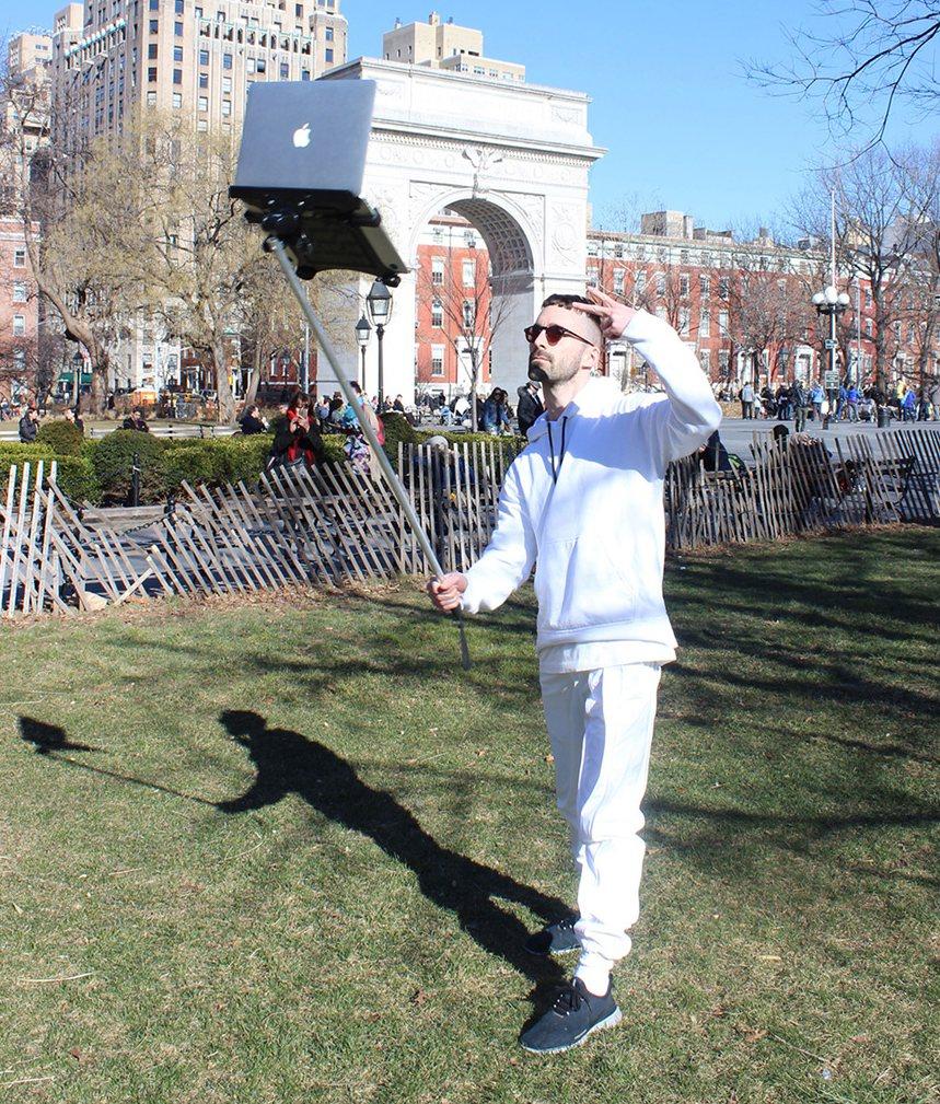 Selfie stick laptop 4
