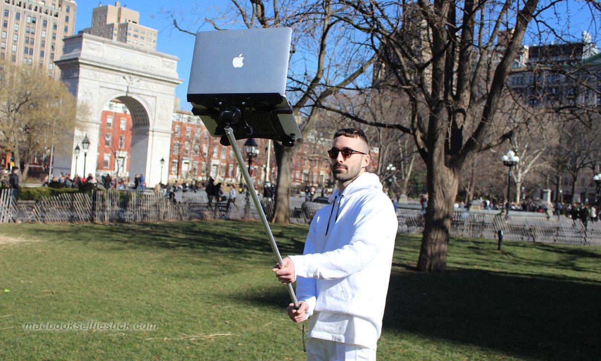 Selfie stick laptop