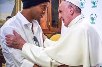 ronaldinho y papa francisco