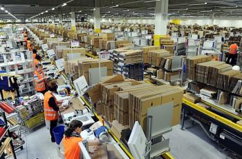 Aspectod e uno de los almacenes de Amazon. Imagen: (Scott Lewis) Flickr.