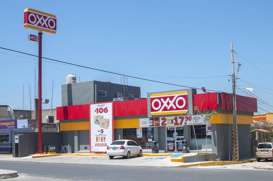 #LordCaféCaliente: Cajero de un Oxxo lanzó café contra cliente