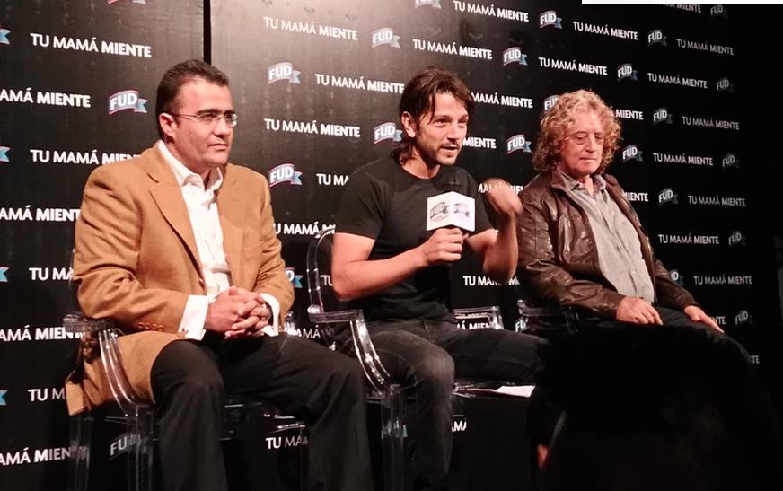 Juan Pablo Méndez, Diego Luna y Luis Mandoki durante la presentación de la pieza publicitaria.