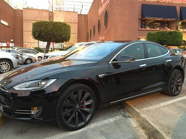 Conducen Un Tesla En Mexico Y Video Se Vuelve Viral