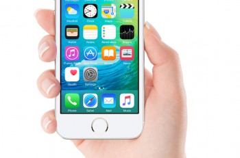Ios 9 Homescreen On The White Apple Iphone 5S Display In Female