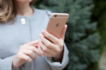 Woman Holding In The Hand Iphone 6 S Rose Gold
