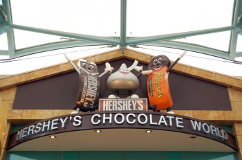 SENTOSA, SG - OCT. 19: Hershey's Chocolate World sign on October 19, 2015 in Sentosa, Singapore. Hershey's Chocolate World is a store stocking a huge selection of chocolate, collectibles and gifts.