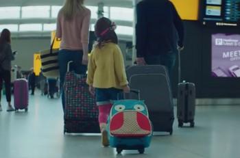 aeropuerto heathrow comercial niña