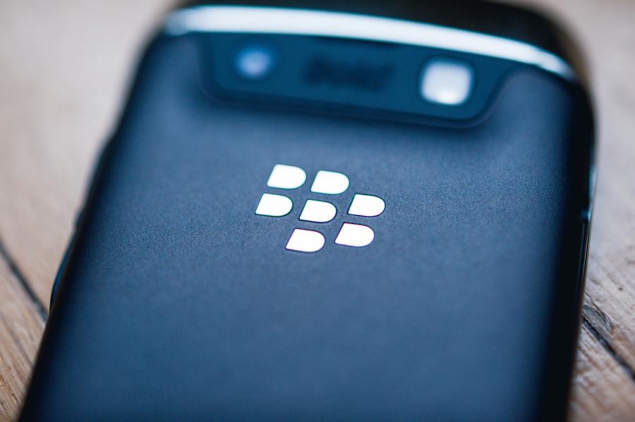 FBI detiene a empresario que vendía teléfonos BlackBerry