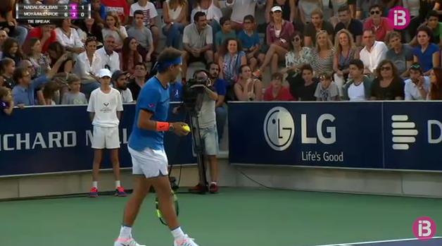 Federer y Djokovic continúan avanzando