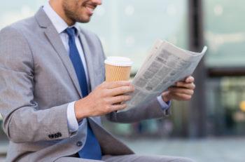 leer periódicos