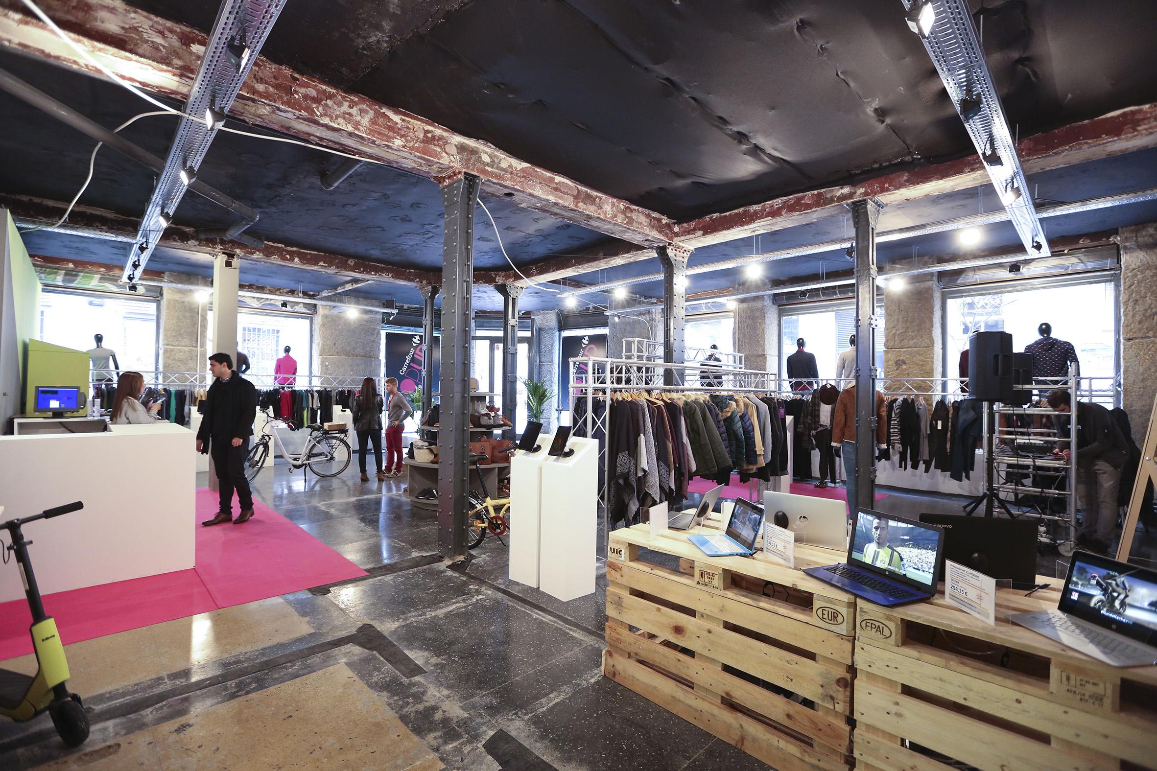 carrefour abre una pop up store en el centro de madrid. Black Bedroom Furniture Sets. Home Design Ideas