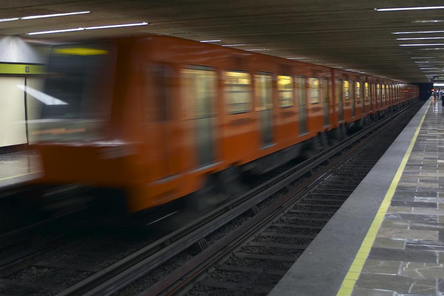 Reportan incendio en estación de la L7 del Metro