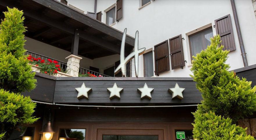 un hotel 4 estrellas sepultado por alud en italia temen