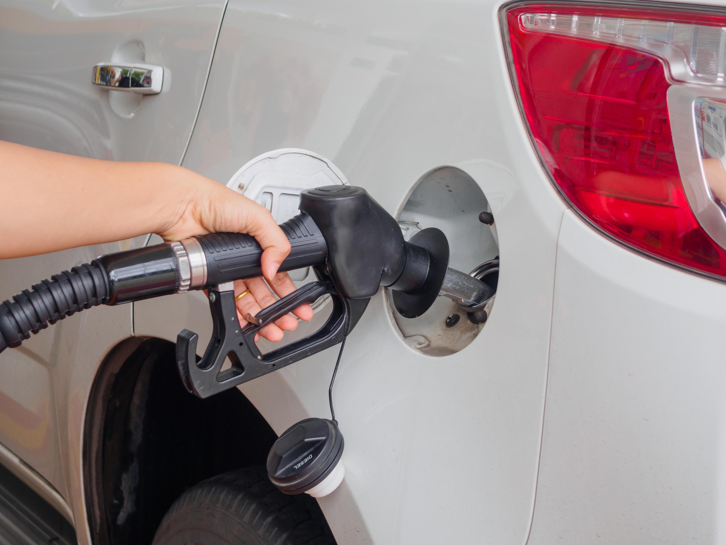 Gasolina premium rebasa los $20