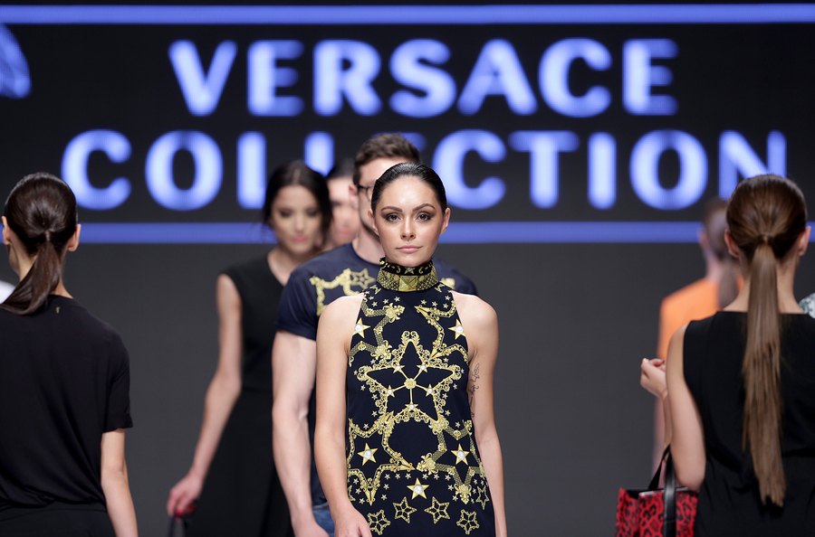 fce0b76551287 Confirmado  Michael Kors compra Versace (y hay fans indignados)