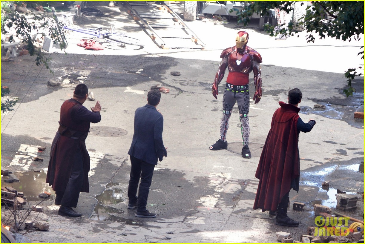 Infinity War Leaked Photos Iron Man Vs Dr