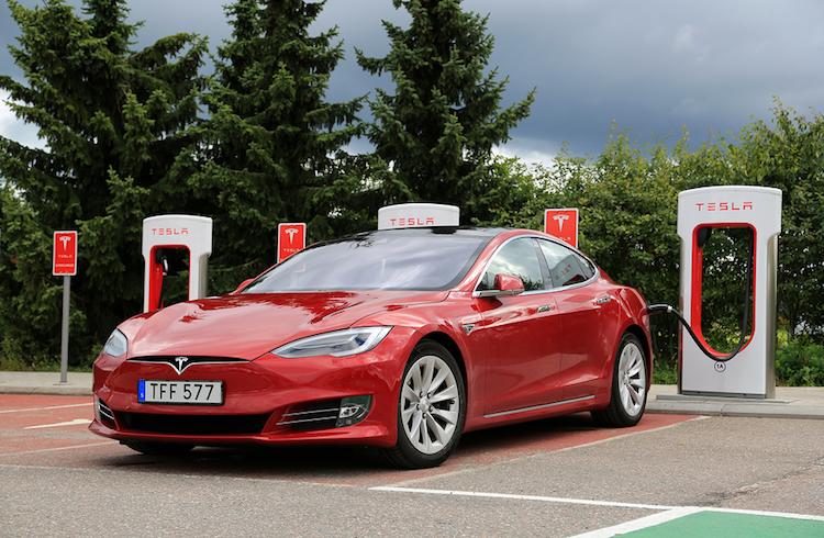 7be0035dc03e El Corte Inglés y Tesla se alían para ofrecer cargadores en sus centros