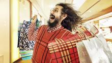 Funny guy on shopping-Buen Fin-consumidor-Shopper
