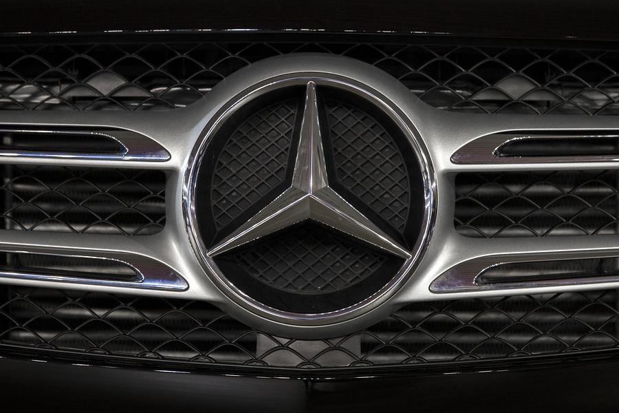 Daimler es multado por comercializar vehículos sin certificado ambiental en México