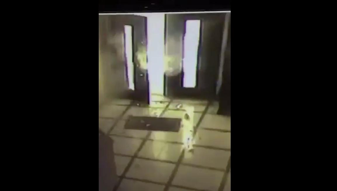 [Video] Artefacto desconocido explota en la entrada del Episcopado Mexicano