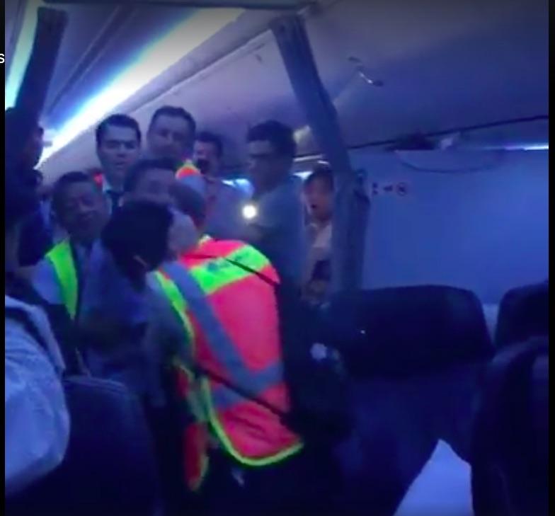 Pasajero enloquece en vuelo de Aeroméxico #VIDEO