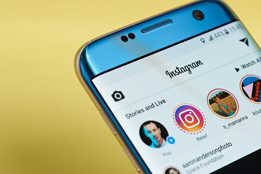 Instagram Stories-smartphone-Bigstock
