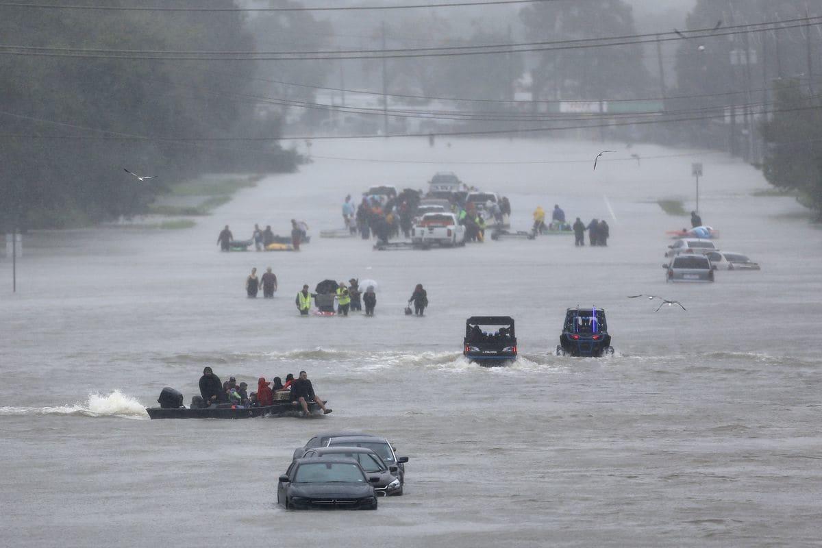 Gobernador de Texas acepta ayuda de México; bomberos ya van a apoyar