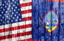 Banderas de los EE.UU. y Guam pintadas en la isla.
