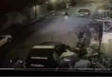 Captura de video del momento en que, según su esposa, se llevan al líder opositor Leopoldo López.