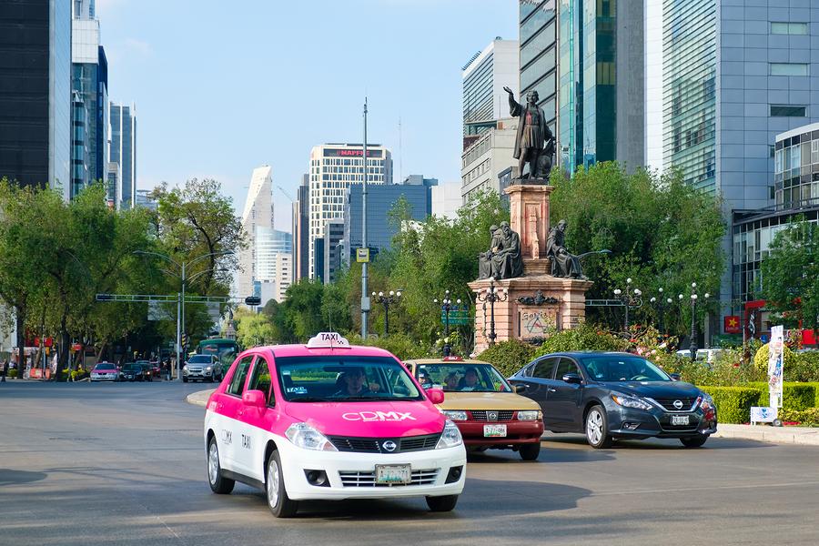 Taxis del Aeropuerto deberán pagar millones de pesos en multas