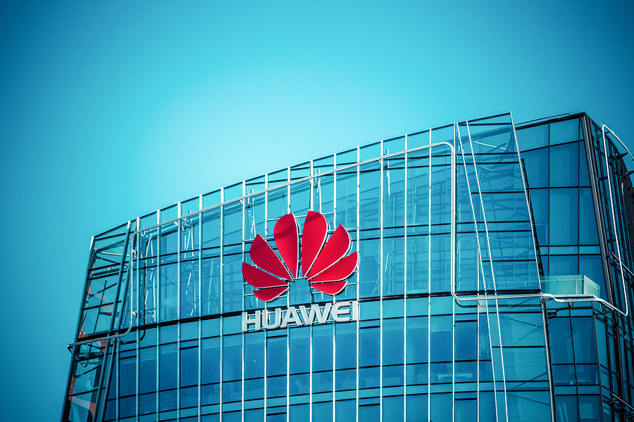 Investigan al jefe de ventas de Huawei; lo detienen por sobornos